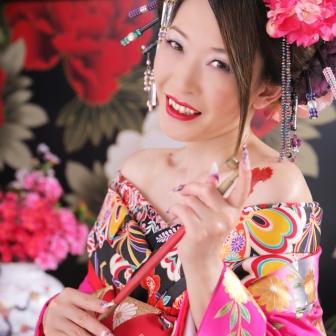 写真:現代風花魁 ピンクの打掛けと花飾りで甘カワ花魁♡