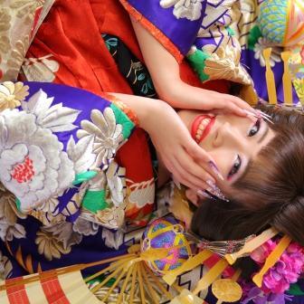 写真:前髪を残して姫風で可愛く笑顔の古典風花魁