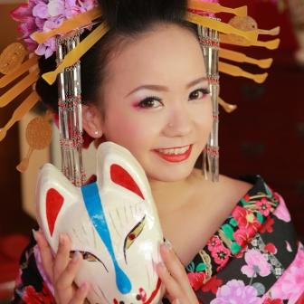 写真:額が美しい古典風花魁は姫風に白い打ち掛けで撮影