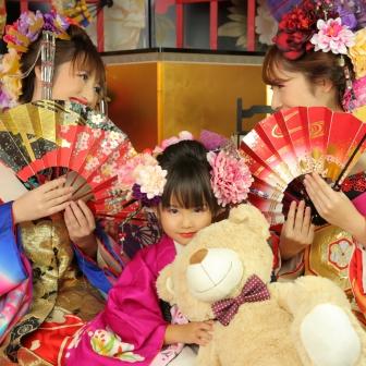 写真:絢爛豪華!母娘・姉妹の美人花魁3人組撮影