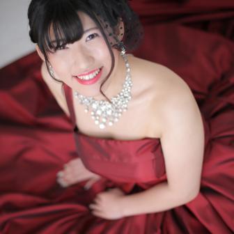 写真:ワインレッドのドレスでスタジオ撮影☆