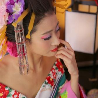 写真:キリッと凛とした美しさで格調高い古典風花魁体験