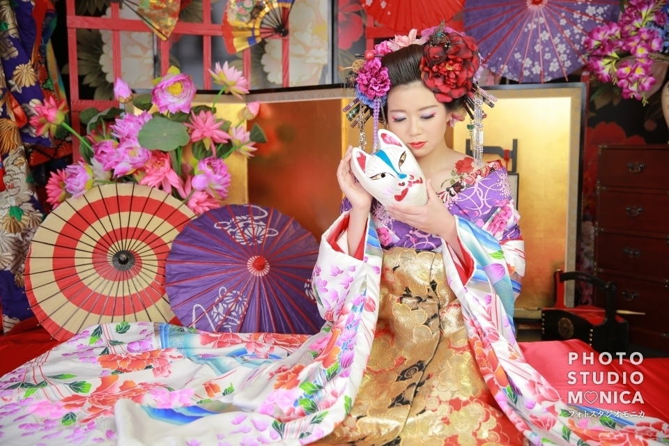 写真:儚げで美しい桜色の打ち掛けの美人花魁様