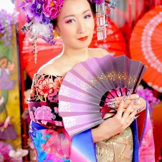 写真:ドレスでお姫様気分の後は現代風花魁体験で妖艶に