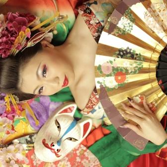 写真:爽やかな色目のお着物で古典花魁体験!寝姿で撮影