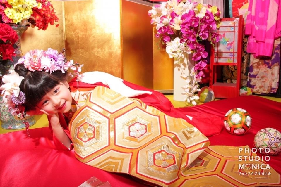 写真:赤い着物・金の帯 女の子二人でちび花魁