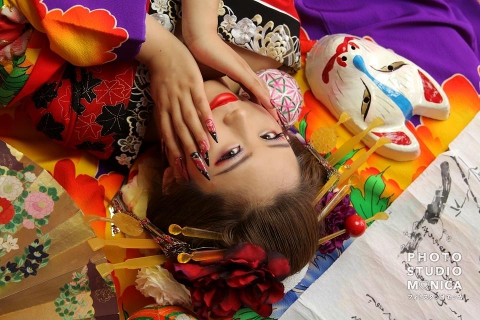 写真:赤い着物で可愛く姫風な現代寄りの古典風花魁