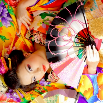 写真:凛とした貫禄ある古典花魁!煙管と扇で撮影