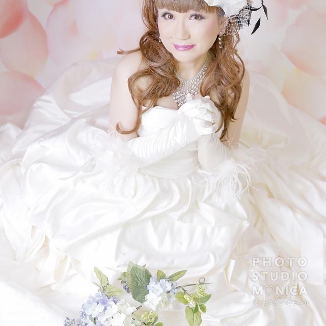 写真:大人フェミニンなウェディングドレスの変身写真