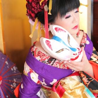 写真:紫の着物×黒の打掛けで古典風花魁!